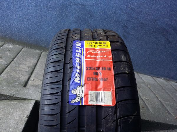 235/45R18 MIchelin PilotSport2 98Y